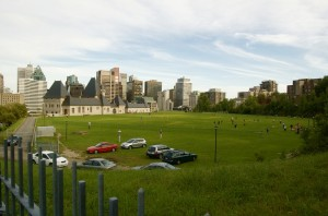Random football pitch on the McGill campus with some beautiful buildings and the Montréal skyline