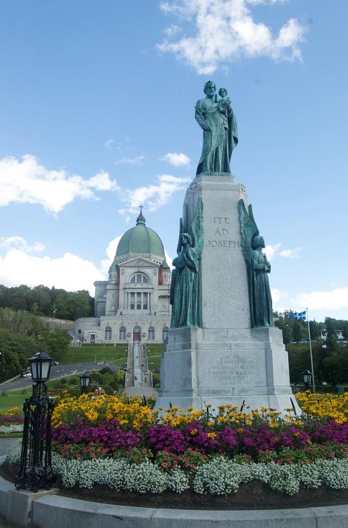 St joseph s oratory behind a statue of st joseph
